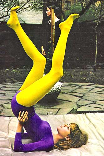 1970s-Yoga-in-the-garden-VINTAGE-PHOTO-HISTORY
